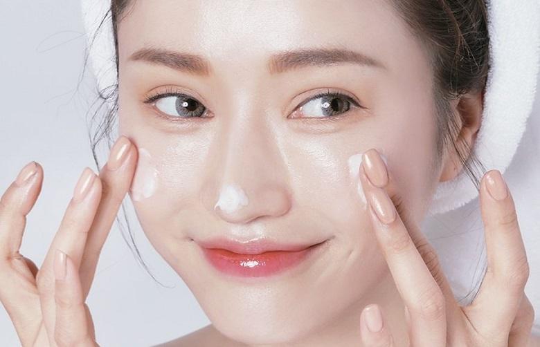 Tại sạo cần dùng kem dưỡng ẩm cho da