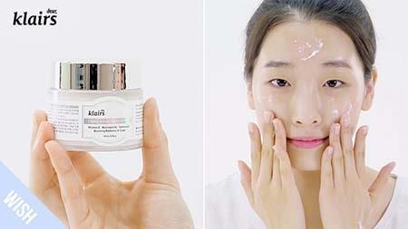 Texture của kem dưỡng ẩm Klairs Freshly Juiced Vitamin E Mask rất mềm mịn ngay lập tức hấp thụ vào da sau khi thoa