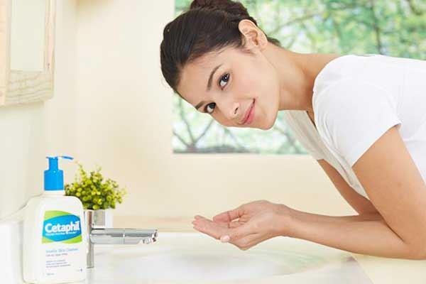 Cách dùng sữa rửa mặt Cetaphil Gentle Skin Cleanser