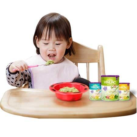 Bột ăn dặm Vilac bao gồm đầy đủ các thành phần chất dinh dưỡng cho giai đoạn phát triển của bé từ 5 đến 24 tháng tuổi.