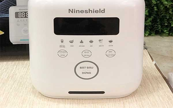 Bảng điều khiển của máy làm sữa hạt Nine shield : Là kiểu điều khiển cảm ứng
